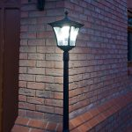 Super Solar Aluminium Lamp Post with Pot, White LED, 1.7M